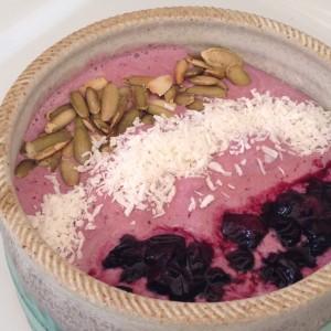 smoothie bowl cherry